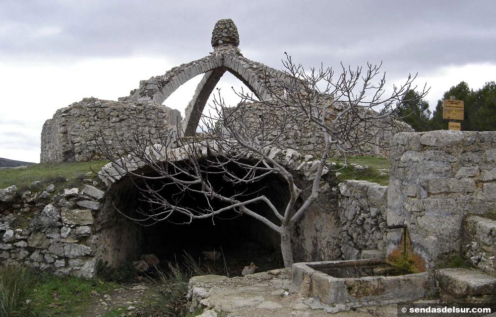 Cava, túnel y fuente